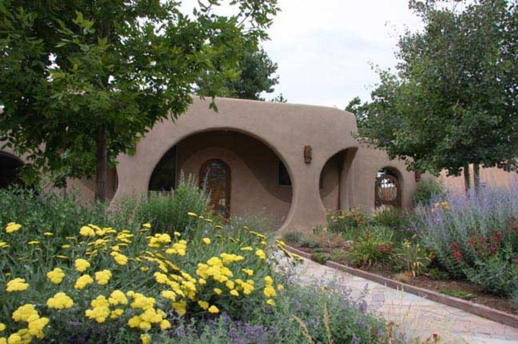 Luxury santa fe hobbit house vrbo for Santa fe new mexico cabin rentals