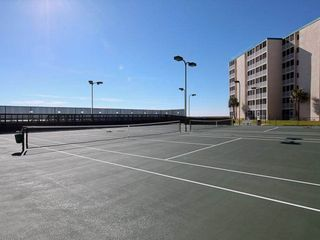 Holiday Surf and Racquet Club Destin condo photo - Tennis courts