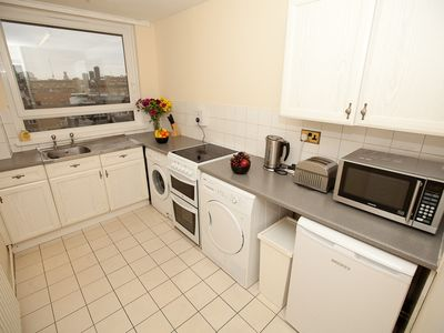 City of London apartment rental - Kitchen - Fridge + Dryer + Oven + Washing Machine
