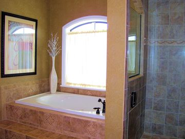 Great tub for soaking in and realaxing, where is my wine glass?