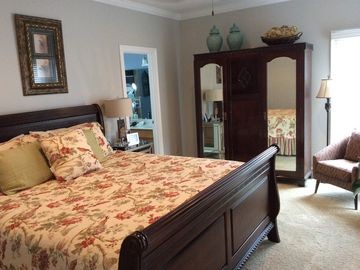 Oxford house rental - Master Bedroom (King)