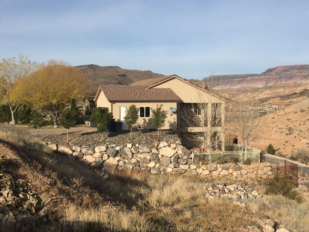 Beautiful home near zion bryce canyon and vrbo for Cabin rentals near zion national park