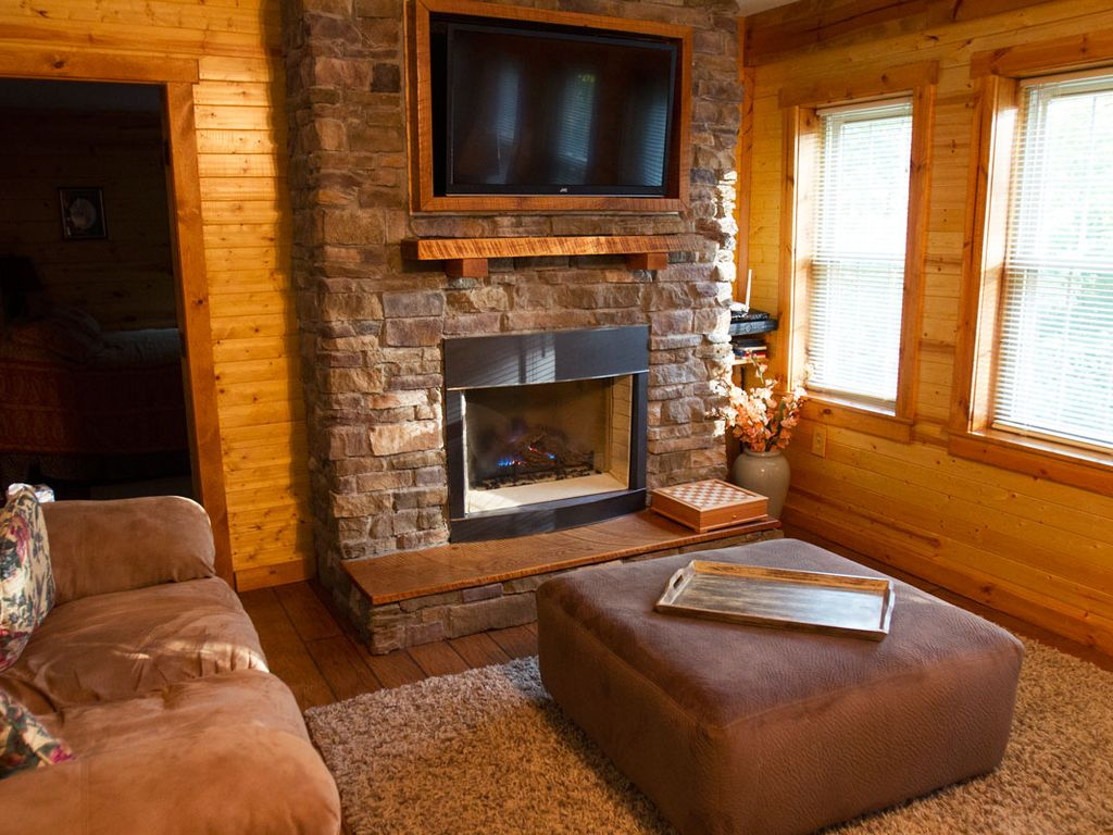 luxury cabin with hot tub gas fireplace master suite outdoor fire
