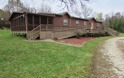 Hot Tub, Screened Porch,River Access Upon Request . 10 MIN FROM FT LEONARD WOOD