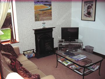 East Neuk of Fife apartment rental - Lounge, looking onto the garden