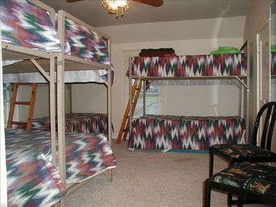 Lupton house rental - The bunk room..for kids or adults!