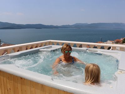 Holiday home with sea view for 8 persons with jacuzzi in Komarna Dalmatia