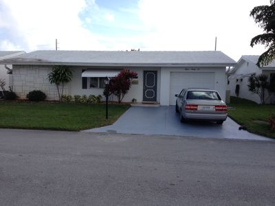 Lovely 2 bedroom 2 bath with den and screened in Florida room
