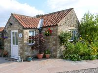PEGS COTTAGE, pet friendly, with a garden in Helmsley, Ref 917006