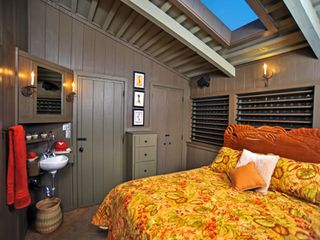 Kaanapali cottage photo - Second Bedroom with carved wooden bed (queen) boasts premium mattress/box spring