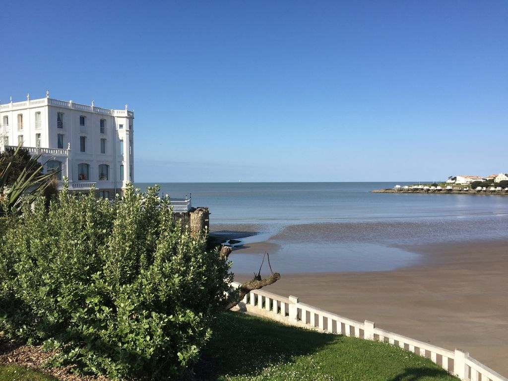 appartement royan pontaillac vaux sur mer 400m de la plage charente maritime 1022584 abritel. Black Bedroom Furniture Sets. Home Design Ideas