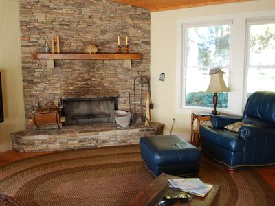 Highlands house rental - Fireplace in living room