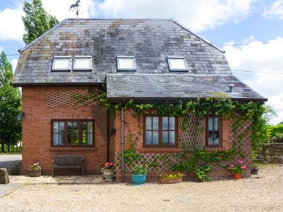 THE STABLES, pet friendly in Sturminster Newton, Ref 1854