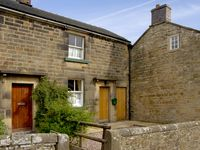 CHURCH VIEW COTTAGE, pet friendly, with a garden in Longnor, Ref 2170