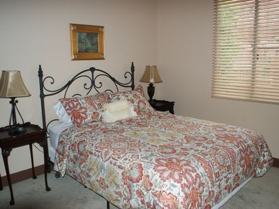 Guest Bedroom 1 (Queen bed)