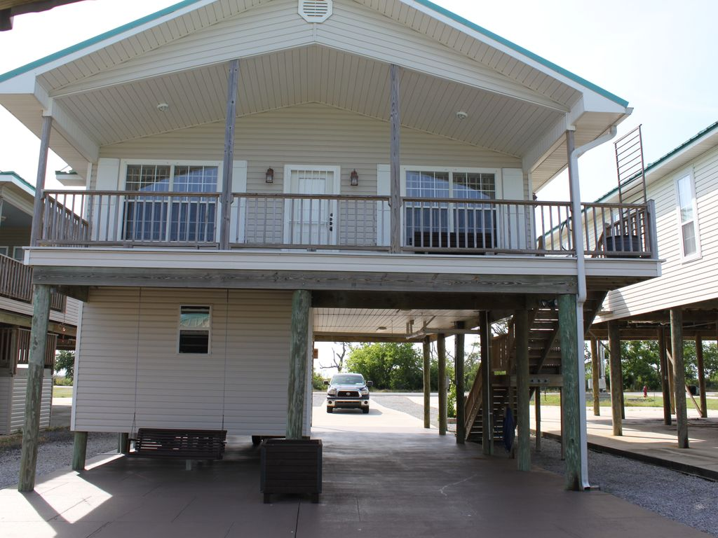 Camp cocodrie premier waterfront fishing and vrbo for Fishing camps for rent in louisiana