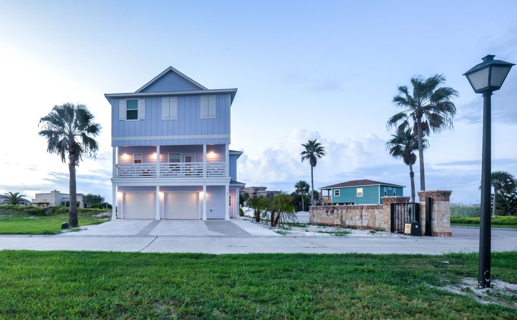 Brand new 3 story home with elevator just vrbo for Outdoor elevators for beach houses