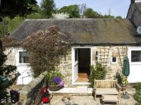 THE OLD DAIRY AT SHAWS FARM, pet friendly in Atlow, Ref 6878