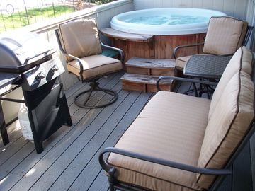 Cozy Patio With Hot Tub and BBQ Grill
