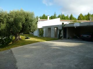 Mocarria villa photo - The garage at the end of the private road