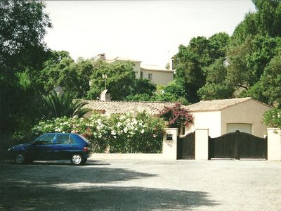 Provencale villa near Gigaro beach, 20 min St Tropez. Late availability Aug