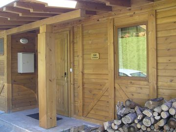 Bansko chalet rental - Front entrance with logs for fireplace
