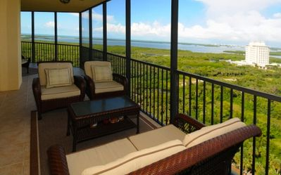 Comfortable seating at wrap-around north and west lanai.