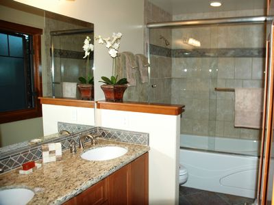 Mammoth Lakes townhome rental - Mstr Ba Spa Tub Custom Granite & Tile in All Baths