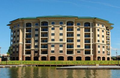 Upscale 4 Bedroom Condo Amazing View Best of the Best Close to Everything