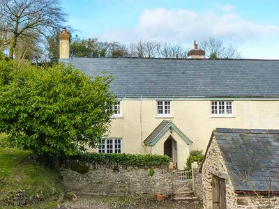 UPPER HAREWOODS COTTAGE, pet friendly in Brompton Regis, Ref 25682