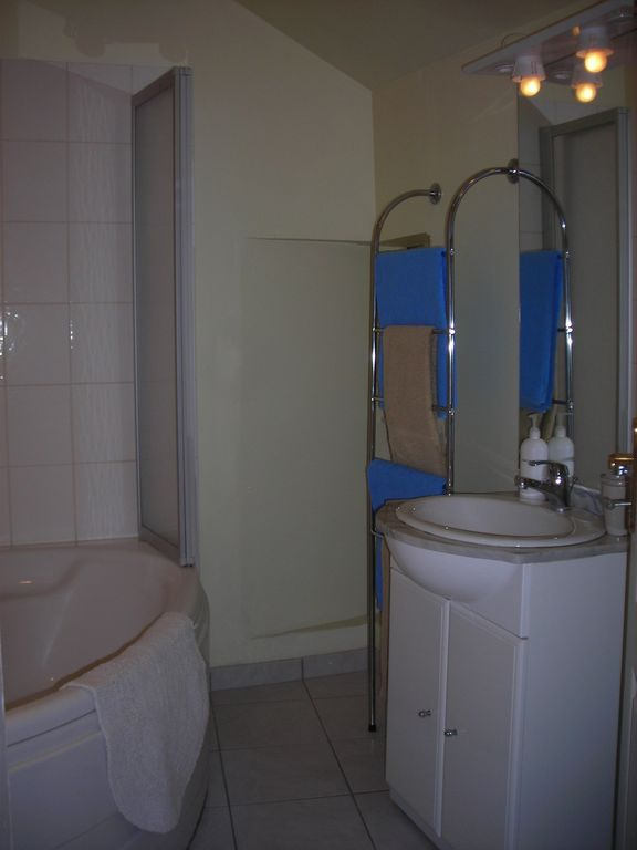 Bathroom 4.