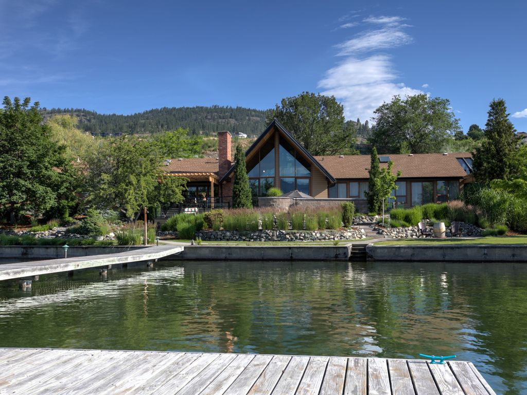 Luxury waterfront home at quails 39 gate estate vrbo for Lakehouse homes
