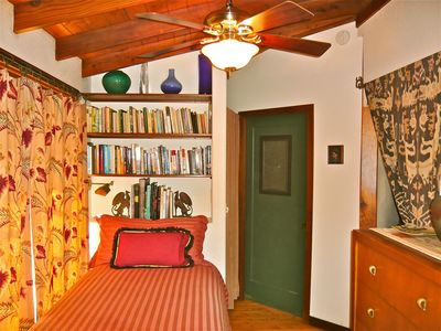 Cozy twin bedroom: perfect for reading