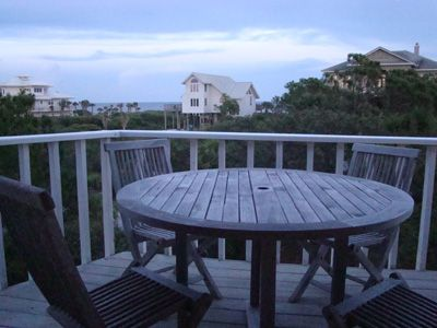 Gulf waters, starry skies, evening chats, casual dining