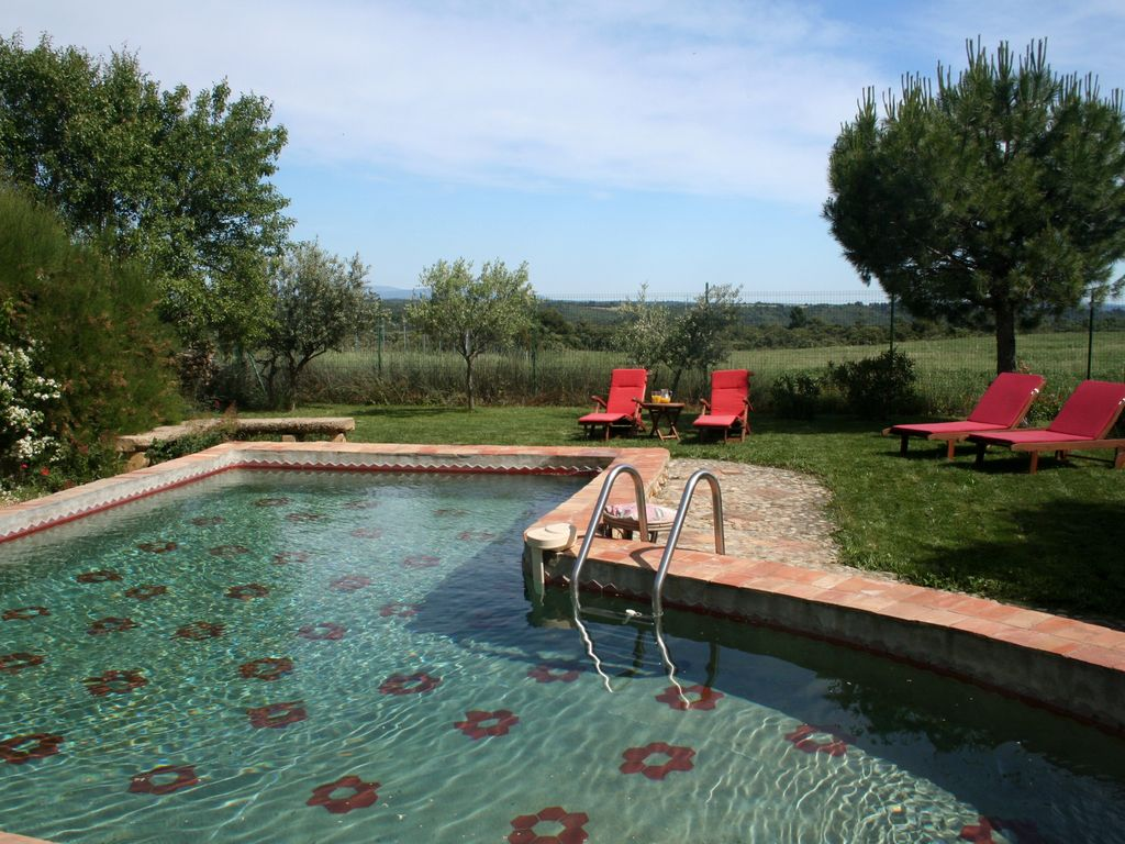 The Sunset: Charming cottage with pool in an old country house