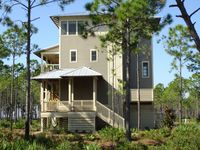 Walk to the Beach!  3 Bdrm Multi level home, Community Pool. Sleeps 6.