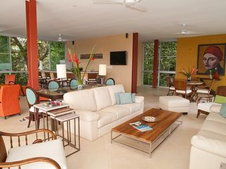 Manuel Antonio villa photo - Living room and bar area