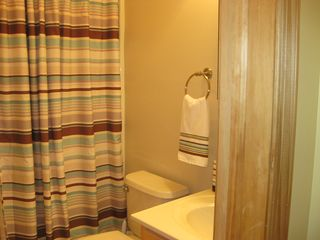 Arrowhead Lake chalet photo - Full bathroom.