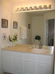 Windsor Hills townhome rental - King Suite Bathroom