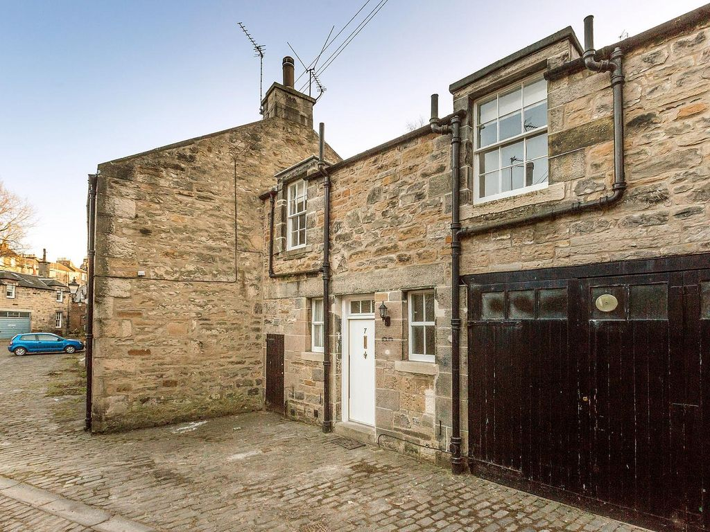 new town holiday house charming mews house in edinburgh city. Black Bedroom Furniture Sets. Home Design Ideas