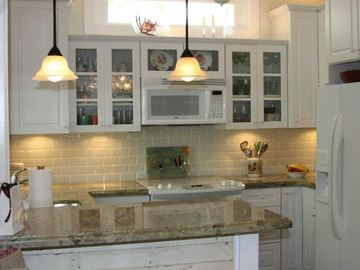 Eve's Paradise - A beautifully remodeled kitchen!