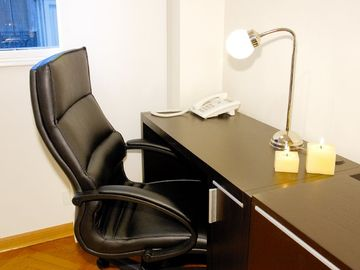 Business center with free wifi, US local telephone