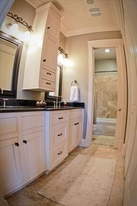Mstr Bth.dble vanity,closet,seperate room w/toilet&jetted tub.Granite/Travertine