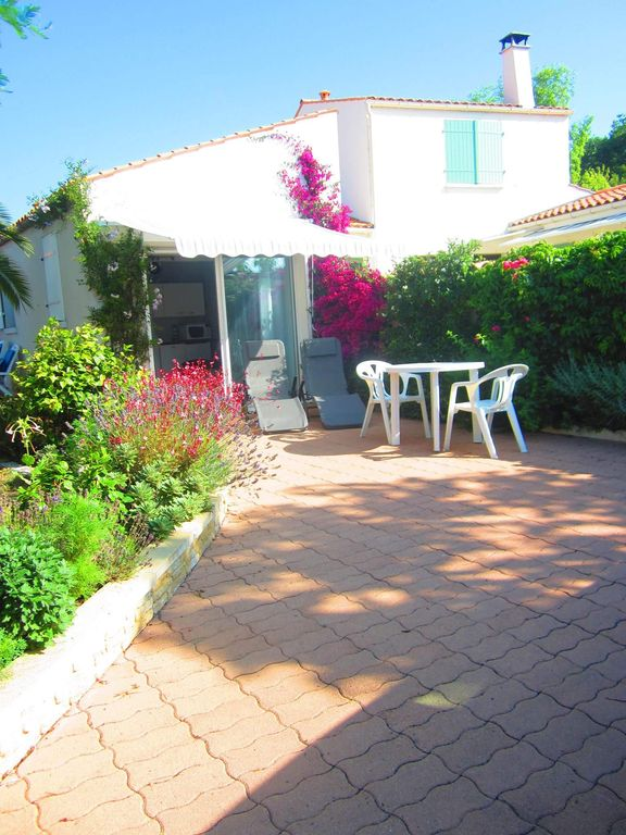 Saint Mathes furnished and equipped studio