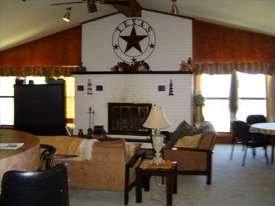 Cedar Creek Lake house rental - Enjoy family time in front of the fire w/ Direct TV on the Big screen