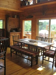 Seating for (6-7) at the dining table, and two more at the breakfast counter.