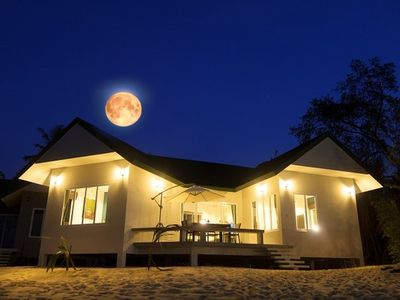 The Moonrakers Beachfront House