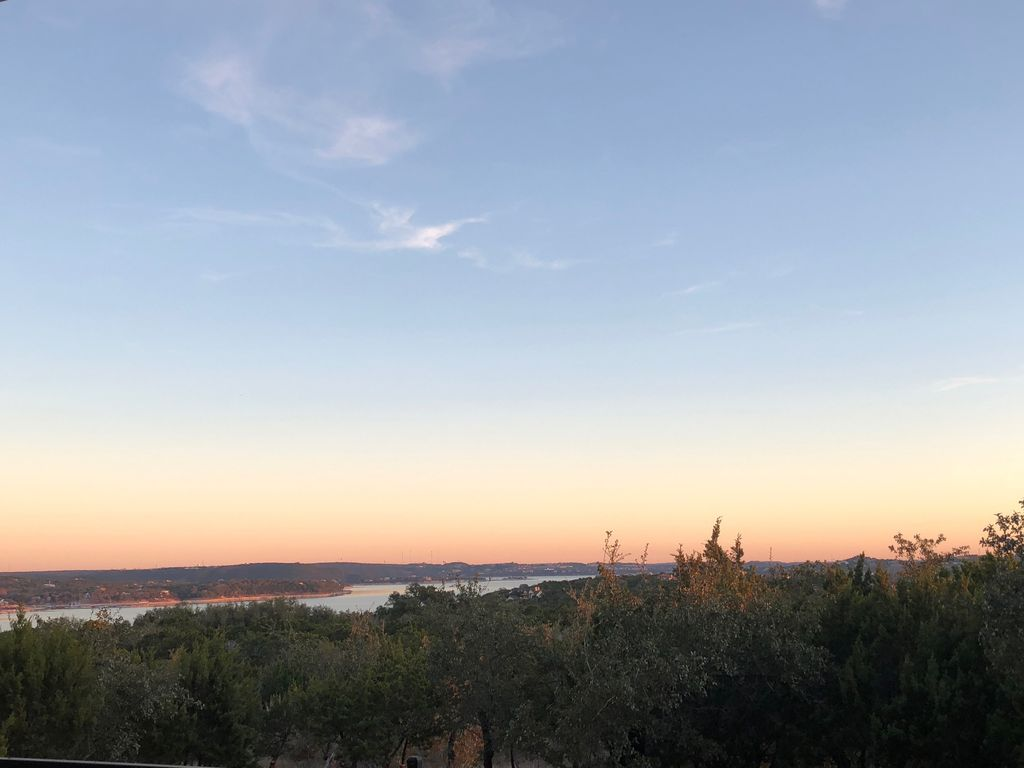 Summer Fun with a Lakeview, Relaxing Condo in Lake Travis!