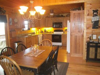 Murphy cabin photo - Dining area and kitchen
