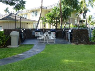 Waikoloa Beach Resort condo photo - BBQ area, just adjacent to the infinity pool
